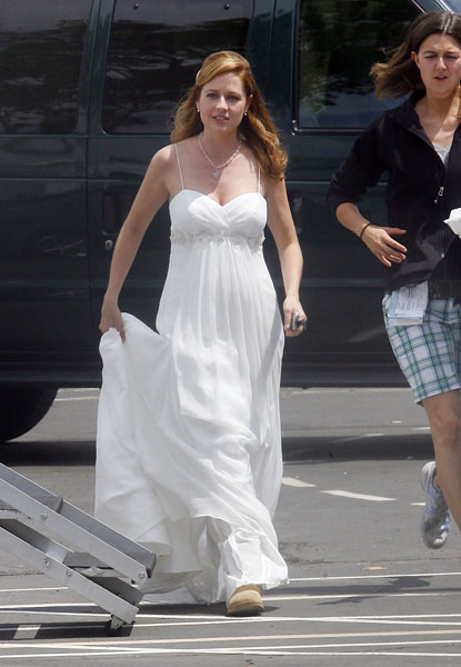 Jenna Fisher in a Wedding Gown!